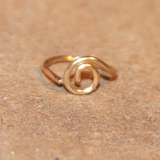 Cartilage hoop earring with leaf
