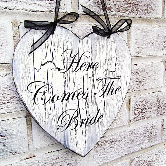buy here comes the bride wedding sign heart flower girl sign wedding ceremony decor beach. Black Bedroom Furniture Sets. Home Design Ideas
