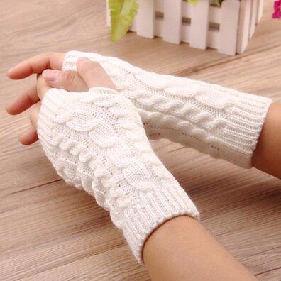 f18074844 Accessories > Women > Gloves & Mittens