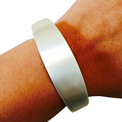 "Fitbit Flex/ Flex 2  ""TORY"" Brushed Silver Bracelet - Size Small/ Medium (6.9 inches)"