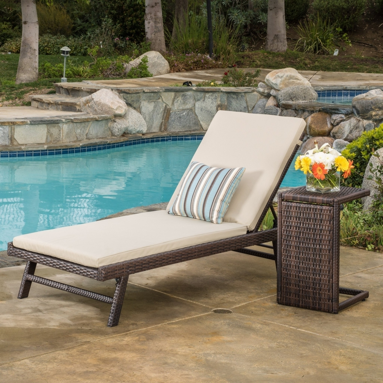 Florida Wicker Chaise Lounge with Wicker Side Table (Set of 2)