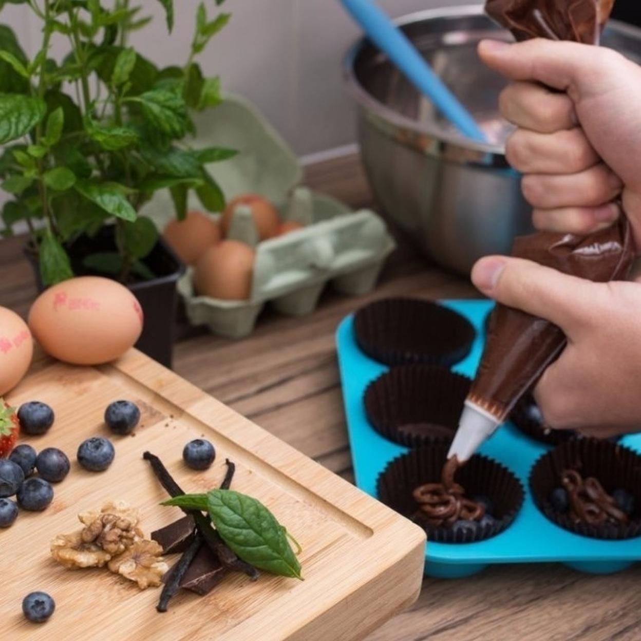 Twelve Cups Silicone Mini Muffin Cake Pan and Cupcake Maker 59f5f4a42a00e42c6a045040