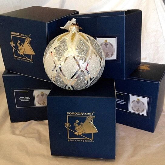 Buy new komozja family ornaments ball silver gold 4 by for Home bargains xmas decorations