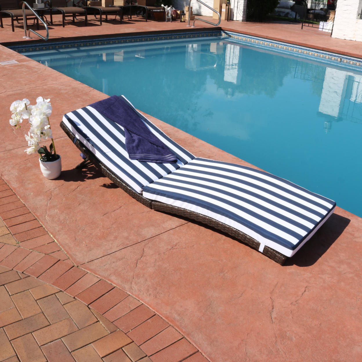 Sunnydaze Maui Wicker Rattan Folding Sun Lounger with Blue Stripes 591d55ee2a00e475ed1847e3