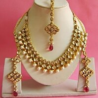 Necklace set with Earring, Mang Tikka in Metal Alloy studded with Kundan