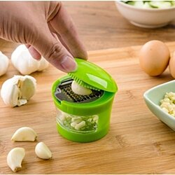 Garlic Grinder,Hand Presser Garlic Grinder,Green Garlic Press Chopper,Practical Home Kitchen Tool Kit
